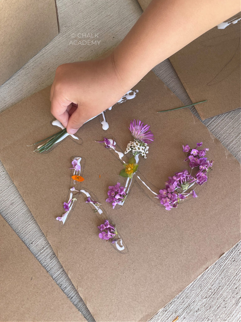 Decorating Chinese character 花  (Huā) with flower and grass