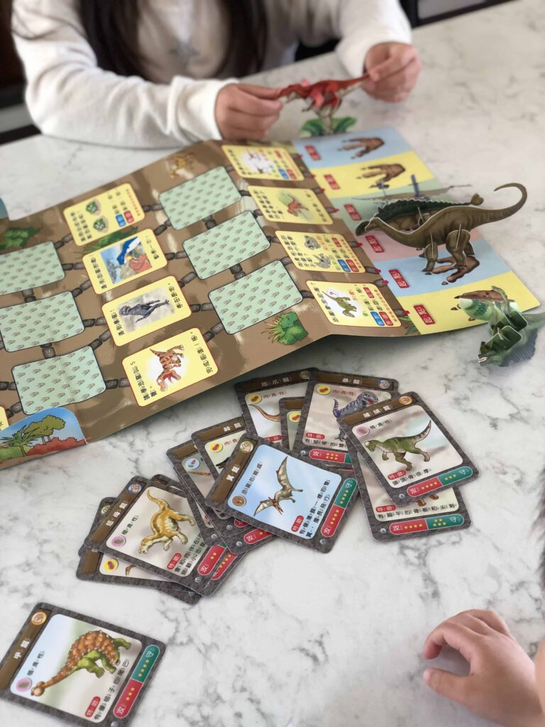 Ciaohu 成長版 Grow edition activities Dinosaur card game with paper dinosaurs