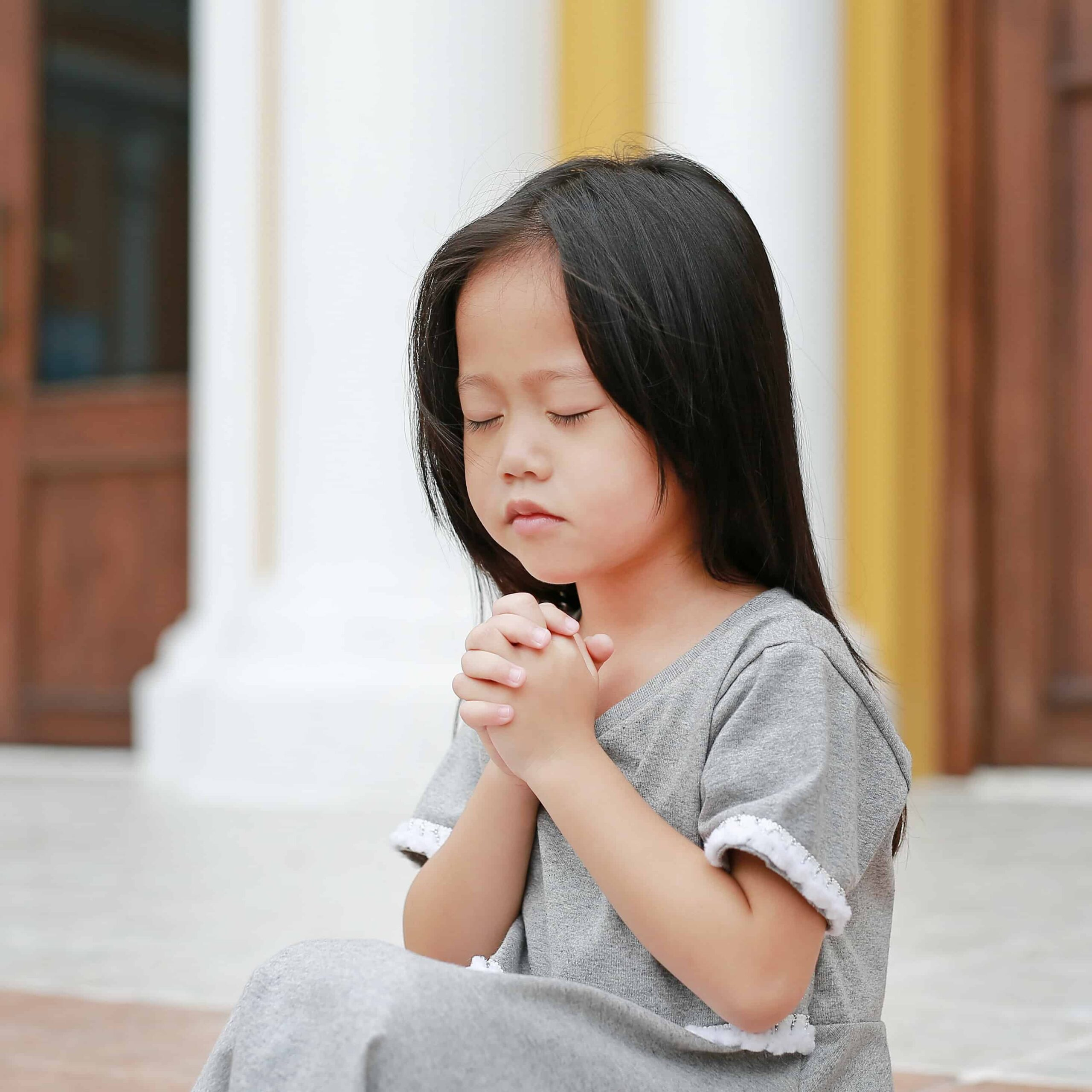 12 Bible Verses on Faith and Parenting in English, Chinese, and Korean