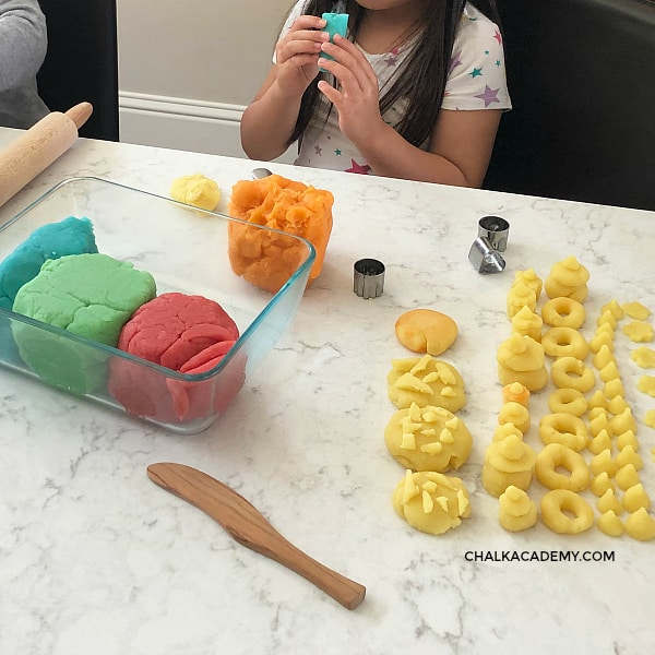 Creative, hands-on learning with homemade play dough! 6 Easy Ways to Teach Chinese and Korean with Play dough