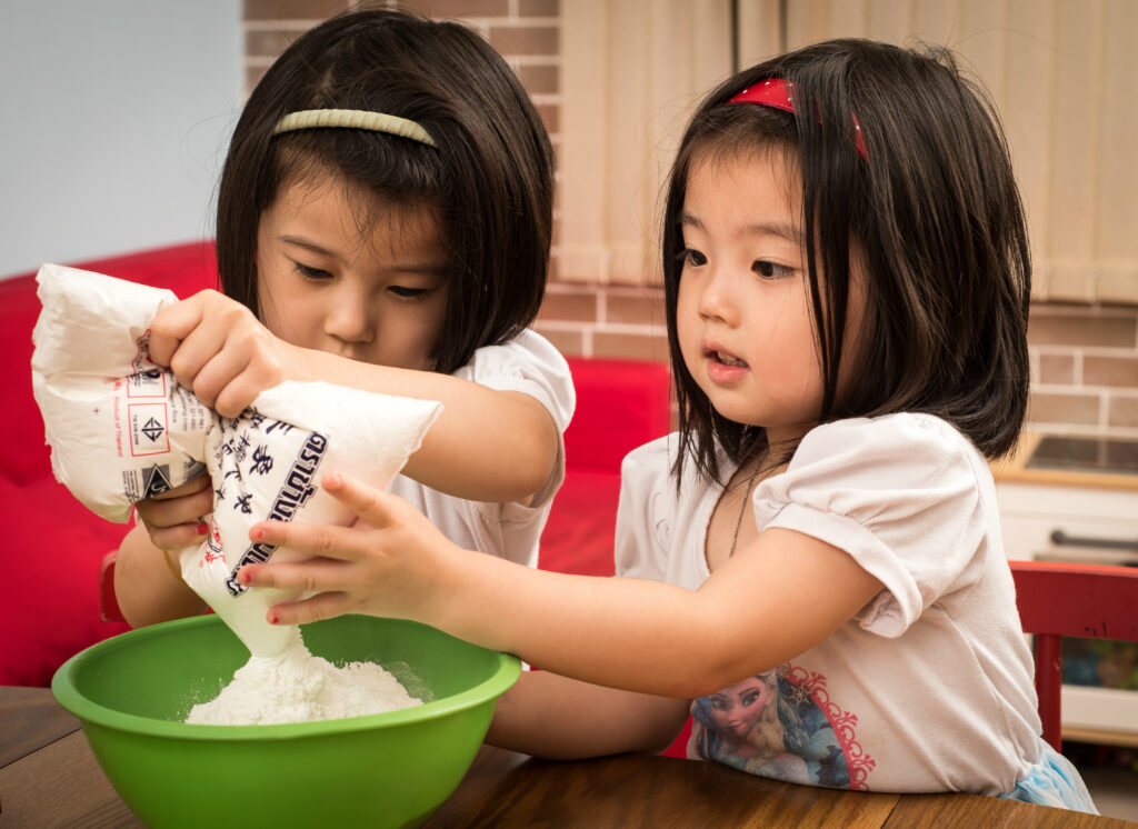 Cooking with children during bilingual homeschooling! Learning through real life experiences!