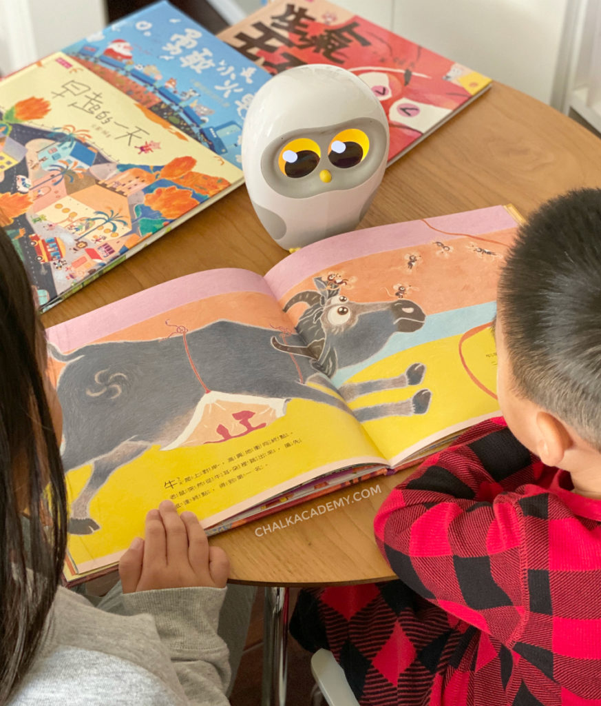 Kids reading Lai Ma Chinese book with Luka Reading Robot