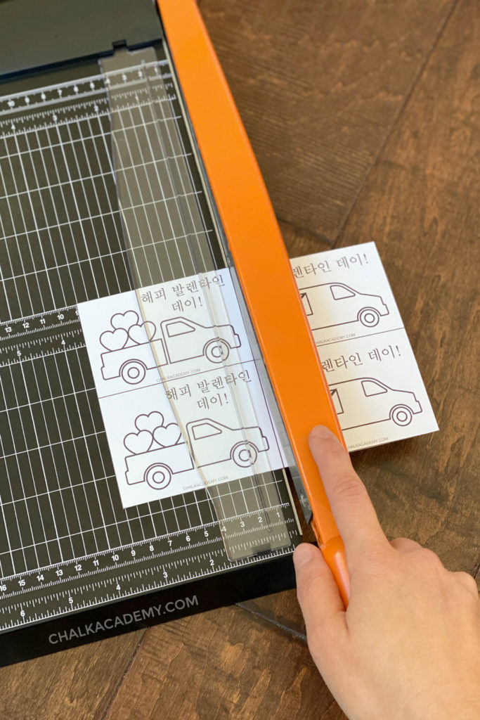 Using paper trimmer to cute Korean Valentine's Day cards with cute trucks for boys and girls!