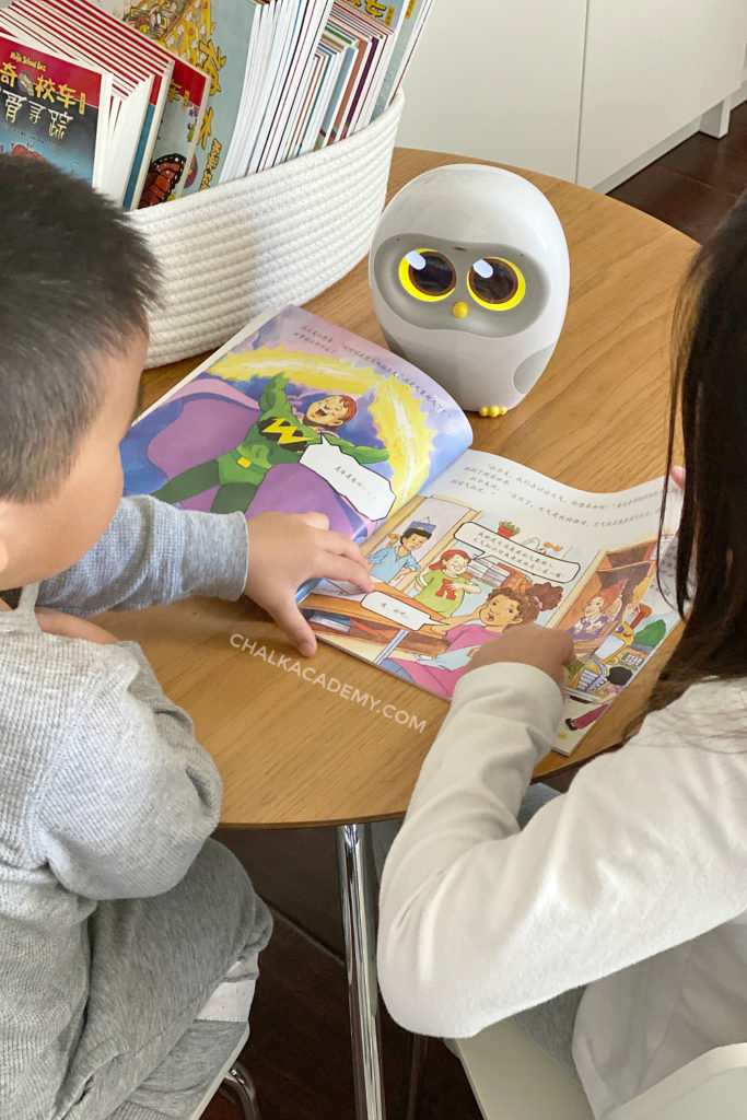 Luka Reading Robot Narrates Magic School Bus Books in Mandarin Chinese