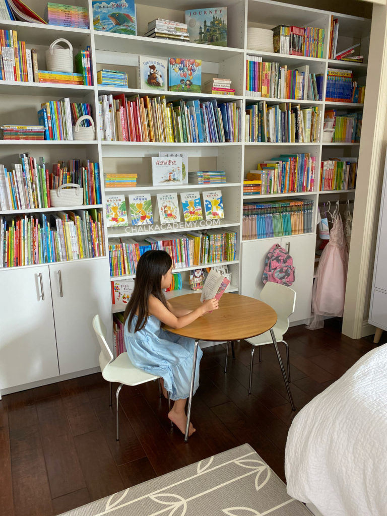 Child's triilngual library bedroom